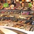 La pareja es como un par de zapatos: Iguales pero diferentes. El derecho no es izquierdo, ni al revés. Si uno decide ocupar el lugar del otro, la pareja queda dispareja y llegan las molestias. Cada uno está donde le toca y juntos sostienen el cuerpo entero. Los zapatos son llenados por los pies. El hombre es el pie derecho y la mujer el pie izquierdo. Si te das cuenta, […]