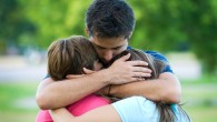 """LOS PADRES MODERNOS Lo encontré y te lo comparto, -seas o no seas papá/mamá-, te vendrá bien saberlo: """"Los padres modernos no le dan a su hijo todo lo que necesita, Le enseñan que él es capaz de conseguir lo que quiere. Los padres modernos no buscan hacer feliz a su hijo, Le enseñan que la felicidad depende de él mismo. Los padres modernos no sólole dan oportunidades a su […]"""