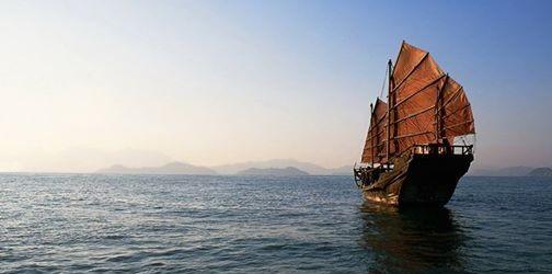 """""""Cuando el agua sube, el barco también."""" (Samurai) Frente a tus dificultades, tus facultades se agudizan. Utilízalas!! ¿Cuál ha sido la mayor pérdida que has vivido? """"Amar al otro es renunciar a poseerlo, incluso muerto; renunciar a que vuelva, descubrir que sigue estando ahí, en un silencio que ya no nos causa pavor, en un desierto que se hace acogedor de lo más valioso que tenemos, lo esencial de lo..."""